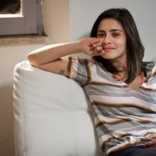 Greta Scarano in un'immagine della commedia sentimentale Qualche nuvola