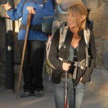 Il cammino per Santiago: Martin Sheen (dietro) e Deborah Kara Unger in una scena