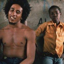 Marley: l'indimenticabile Bob Marley insieme al suo piccolo Ziggy in un'immagine del documentario di Kevin Macdonald