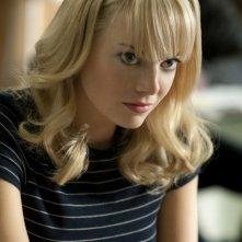 Emma Stone nei panni di Gwen Stacy in una scena di The Amazing Spider-Man