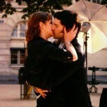 L'amore dura tre anni: Louise Bourgoin e Gaspard Proust si baciano in una scena del film