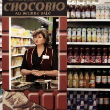 Adorabili amiche: Catherine Jacob promoter in un supermercato in una scena del film