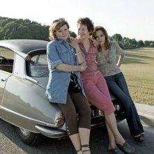 Adorabili amiche: Jane Birkin, Caroline Cellier e Catherine Jacob in una foto promozionale