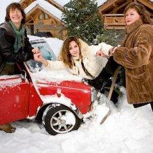 Adorabili amiche: Jane Birkin, Caroline Cellier e Catherine Jacob sulla neve in una foto promozionale