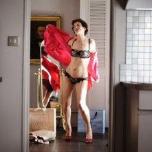 Adorabili amiche: Jane Birkin impegnata in uno spogliarello in una scena del film