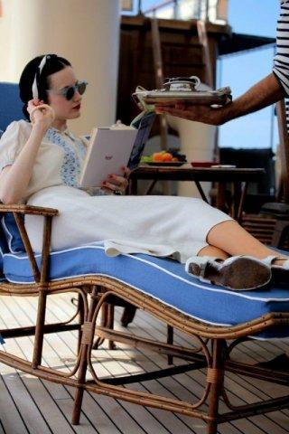 Edward e Wallis: Andrea Riseborough è un'elegantissima Wallis Simpson nel film diretto da Madonna