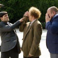 I tre marmittoni: Sean Hayes, Will Sasso e Chris Diamantopoulos in una curiosa scena del film