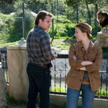 La mia vita è uno zoo: Scarlett Johansson e Matt Damon in un'immagine del film con Patrick Fugit