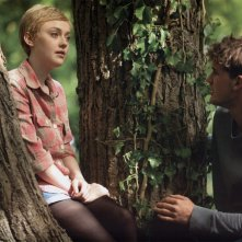 Dakota Fanning e Jeremy Irvine in Now Is Good