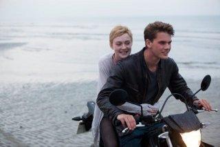 Dakota Fanning e Jeremy Irvine nel drammatico Now Is Good