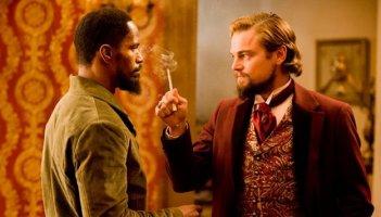 Faccia a fiaccia tra un feroce Leonardo DiCaprio e Jamie Foxx in Django Unchained