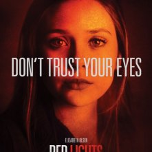 Il character poster di Elizabeth Olsen in Red Lights