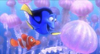 Alla ricerca di Nemo in 3D: Dory e Nemo tra le meduse