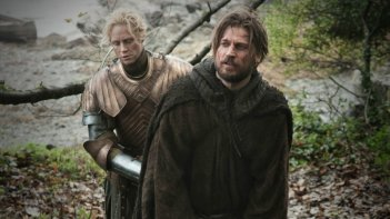 Game of Thrones: Gwendoline Christie e Nikolaj Coster-Waldau nell'episodio Valar Morghulis
