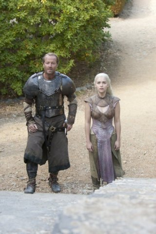 Game of Thrones: Iain Glen ed Emilia Clarke nell'episodio Valar Morghulis