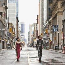 Milla Jovovich e Sienna Guillory si aggirano per le strade deserte in Resident Evil: Retribution