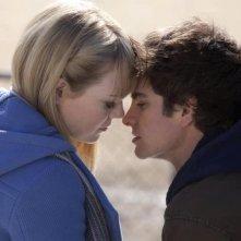 The Amazing Spider-Man: Andrew Garfield ed Emma Stone in una tenera scena del film