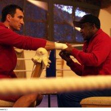 Wladimir Klitschko con l'allenatore Emanuel Stewart nel documentario Klitschko