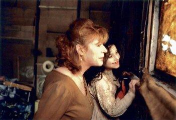 Marianne Faithfull in una scena del film When Pigs Fly (1993)