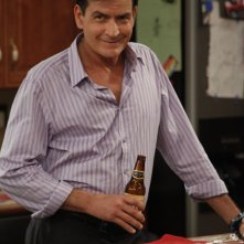 Anger Management: Charlie Sheen in una scena della serie