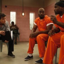 Anger Management: Charlie Sheen, James Black e Darius McCrary in una scena della serie