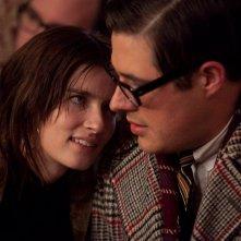 Anna Wood e Rich Sommer nell'episodio Christmas Waltz della quinta stagione di Mad Men