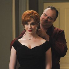 Christina Hendricks e Gary Basaraba nell'episodio The Other Woman della quinta stagione di Mad Men