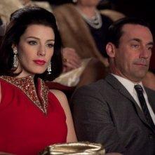 Jessica Parè e Jon Hamm nell'episodio Christmas Waltz della quinta stagione di Mad Men