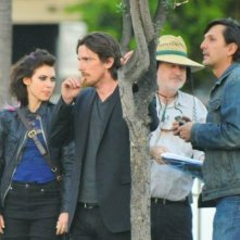 Imogen Poots, Christian Bale e Terrence Malick durante le riprese di Knight of Cups