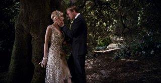 Il Grande Gatsby: Carey Mulligan e Leonardo DiCaprio in un'appassionata scena del film