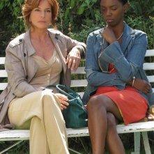 Il console italiano: Giuliana De Sio con Lira Molapo in una scena del film