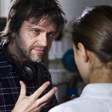 Il regista Juan Carlos Fresnadillo sul set del film insieme alla giovane Ella Purnell (di spalle)