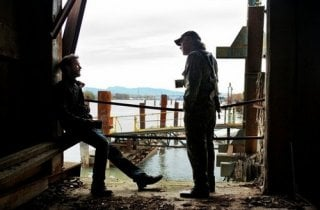 Falling Skies: Noah Wyle e Will Patton nell'episodio Shall We Gather at the River