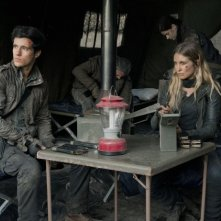 Falling Skies: Sarah Carter e Drew Roy nell'episodio Worlds Apart