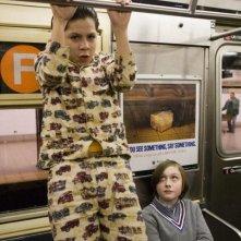 Lo spaventapassere: Kevin Hernandez si fa i muscoli in metropolitana insieme a Max Records