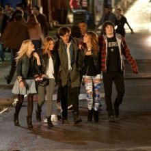 LOL - Pazza del mio migliore amico: Miley Cyrus, Ashley Greene, Douglas Booth, George Finn e Ashley Hinshaw in una scena del film