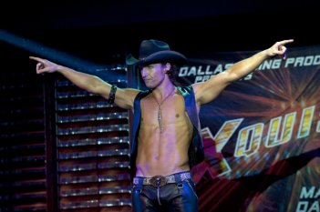 Matthew McConaughey durante uno strip in una scena di Magic Mike