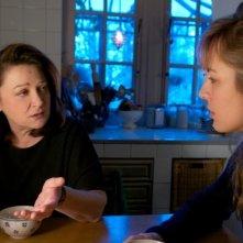 Travolti dalla cicogna: Louise Bourgoin e Josiane Balasko in una scena