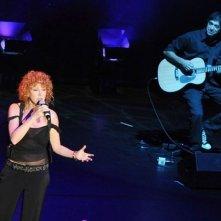 Fiorella Mannoia durante una performance a Servizio Pubblico