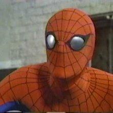 L'uomo ragno: Nicholas Hammond nei panni di Spider-Man in una scena della serie