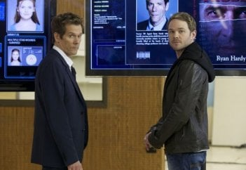 The Following: Kevin Bacon e Shawn Ashmore in una scena della serie