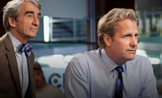 The Newsroom: Jeff Daniels e Sam Waterston in una scena dell'episodio 'We Just Decided To'