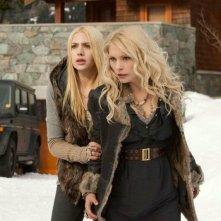 Casey Labow e Myanna Buring in una scena di Twilight Saga: Breaking Dawn - Parte 2