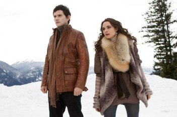 Christian Camargo e Mia Maestro in un'immagine di Twilight Saga: Breaking Dawn - Parte 2