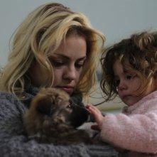 El Campo: Dolores Fonzi in una scena del film con la sua bambina