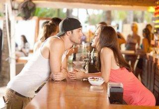 Kathryn McCormick e Ryan Guzman flirtano in una scena di Step Up Revolution