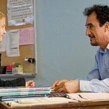 Monsieur Lazhar: Mohamed Fellag con la piccola Sophie Nélisse in una scena del film