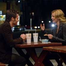 Chris Pine ed Elizabeth Banks in People Like Us