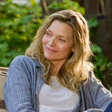Michelle Pfeiffer è Lilian in People Like Us
