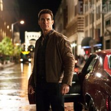 Un'immagine di Tom Cruise in Jack Reacher pubblicata da Entertainment Weekly
